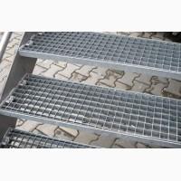 Металличнские ступеньки из решетчатого настила